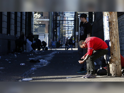 Vancouver activists hand out FREE COCAINE & demand govt give addicts drugs